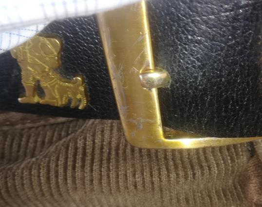 Appenzellergürtel , der zwar aus echtem Leder ist (immerhin), aber dessen Metallteile von minderer Qualität sind (Foto: Beispiel eines Gürtels aus dem Aldi, vor dem 1. August 29.90, danach nur noch 19.90 Fr.)